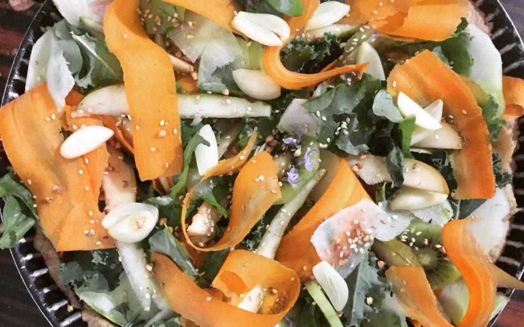 Recette : Tarte estivale sucrée-salée aux plantes sauvages