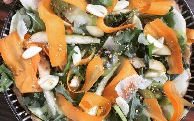 Recette végétarienne : tarte estivale sucrée-salée aux plantes sauvages